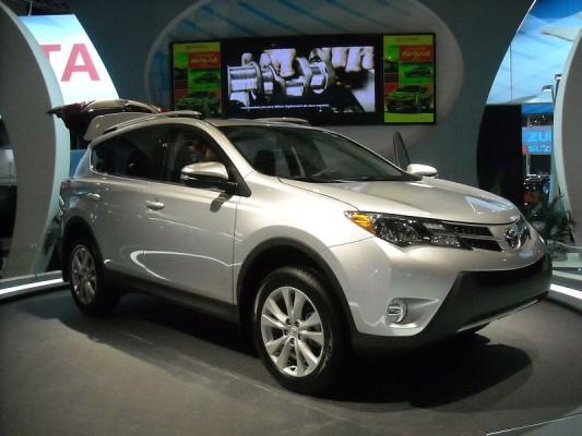Toyota_RAV4_2013